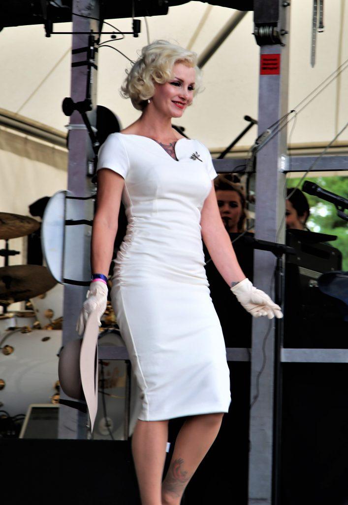 Miss Vintage Flaneur Wahl 2019 Miss Monroe präsentiert ihr Abendoutfit