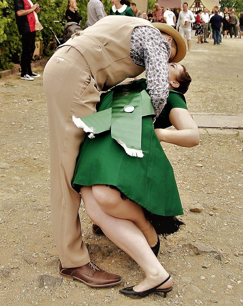 Miss Vintage Flaneur Wahl 2019 Ein Kuss für die Siegerin