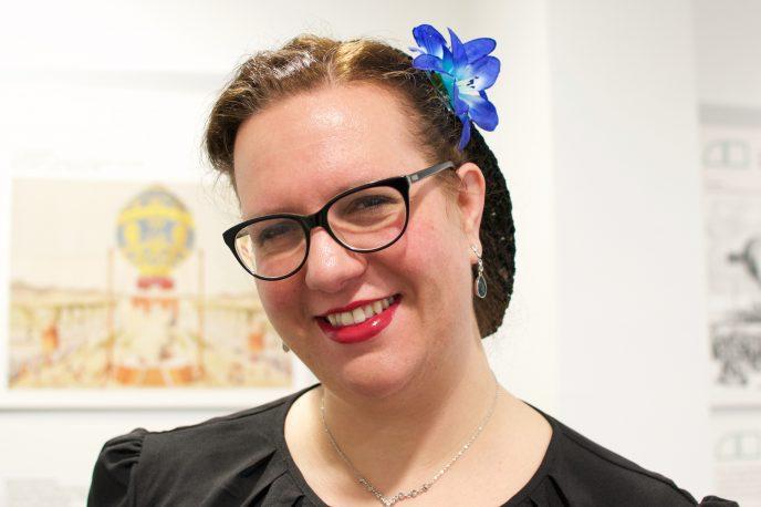 Frau mit Haarblume