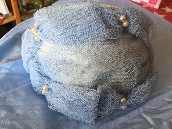 true Vintage Hut blau mit Perlen