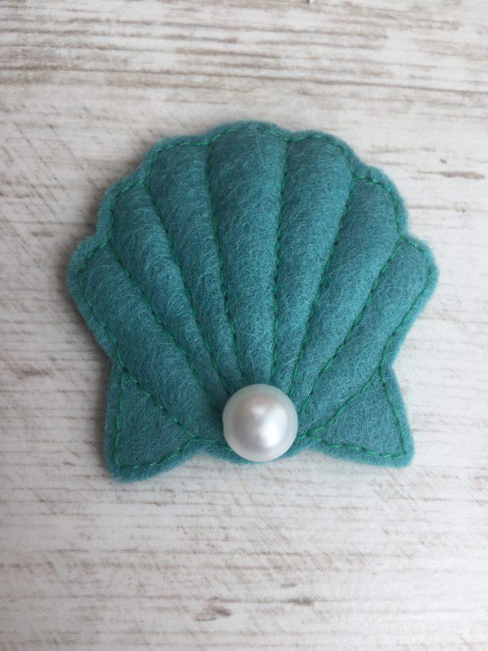 retro maritim: DIY Muschelbrosche mit Perle
