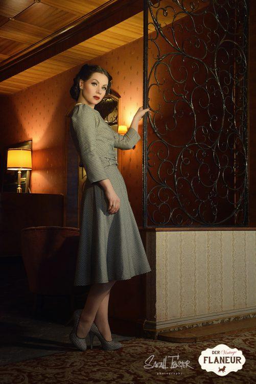 Elegante Frau im Retrostil