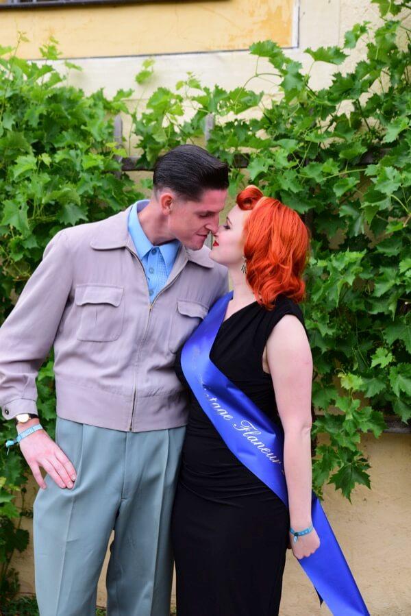 Süße Küsse nach der Wahl - da ist wohl jemand ganz schön stolz :-)