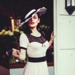Frau mit Retro Hut