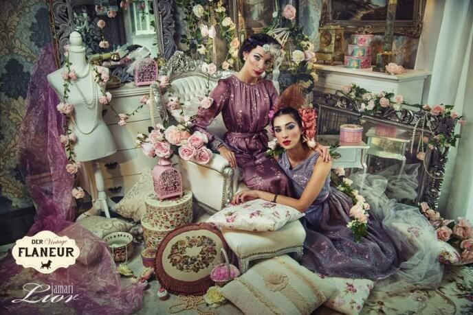 Zwei Frauen glamourös im vintage Style