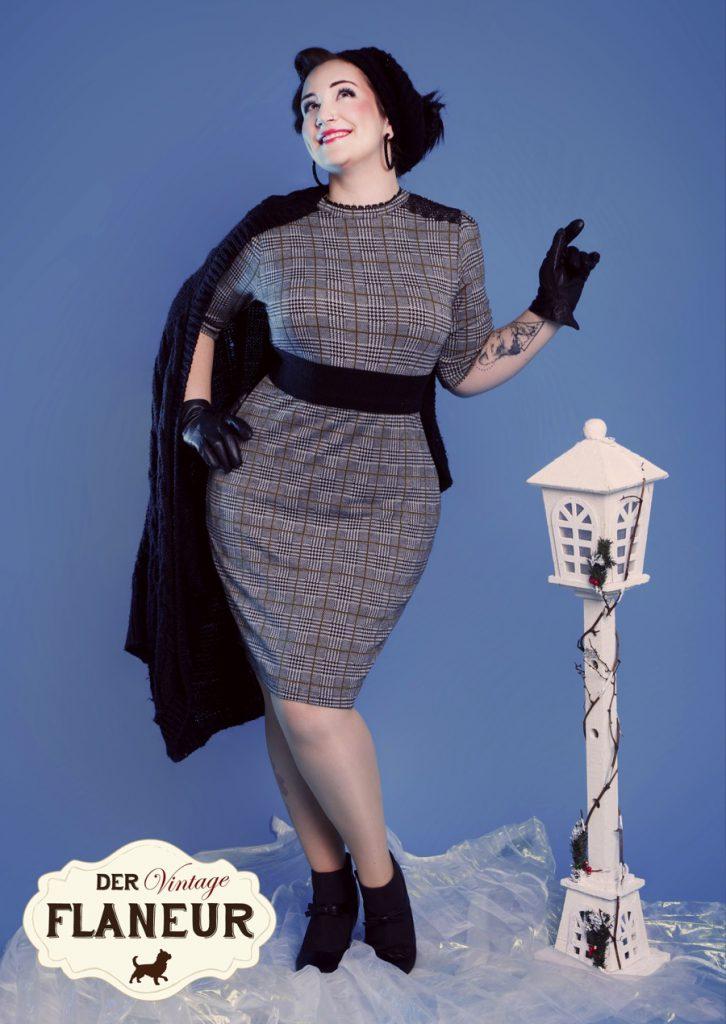 Frau im Winter mit Retro Kleid