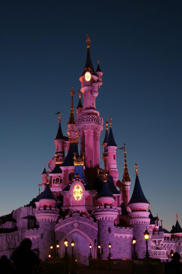 Disneyschloss im Dunkeln
