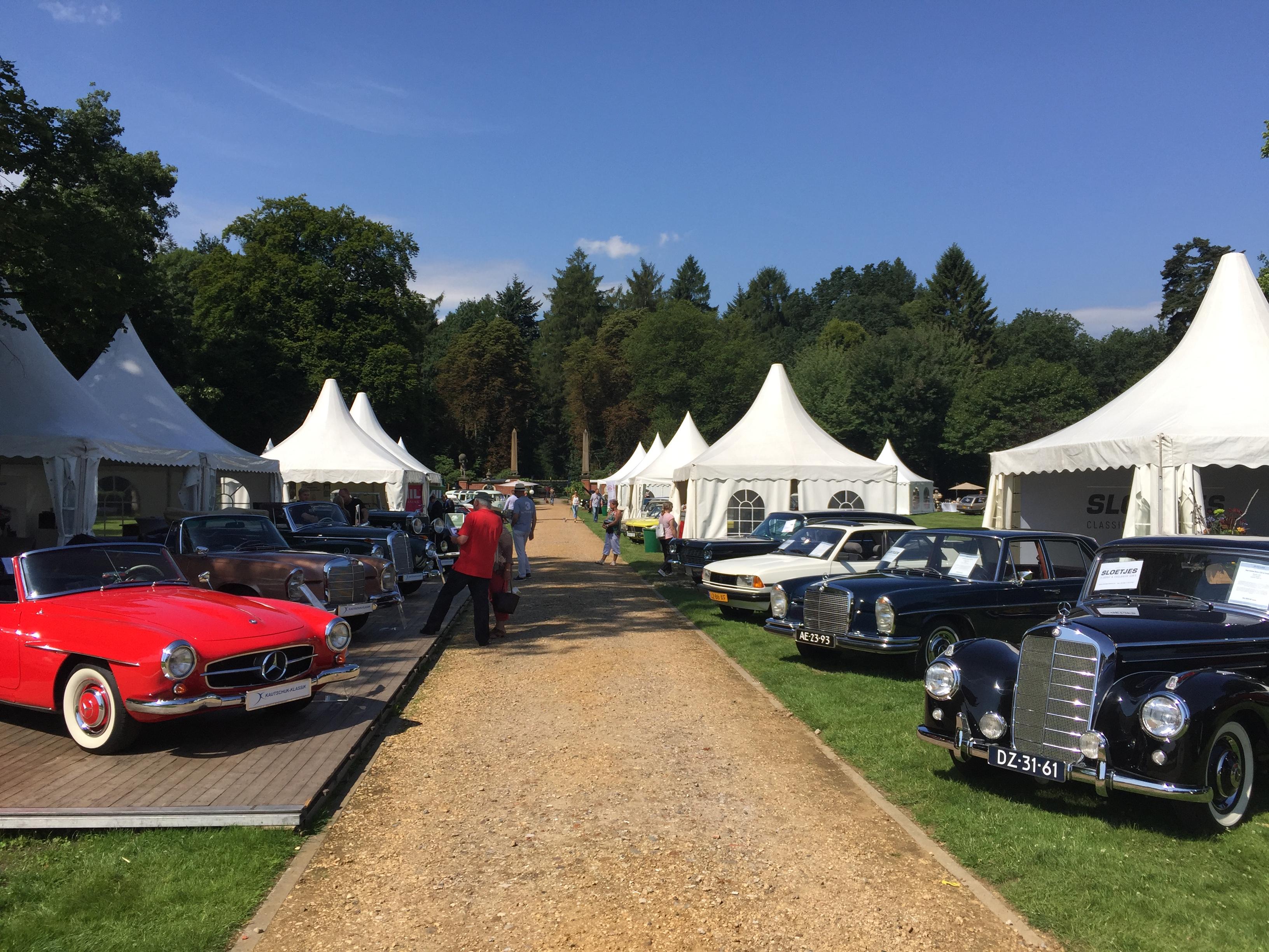 Autos beim Classic-Festival Schloss Lembeck