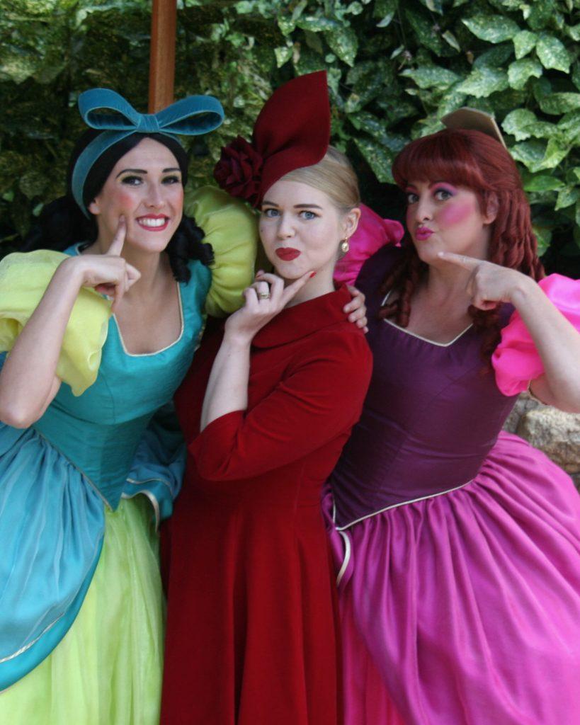 Frau mit Disney Prinzessinen
