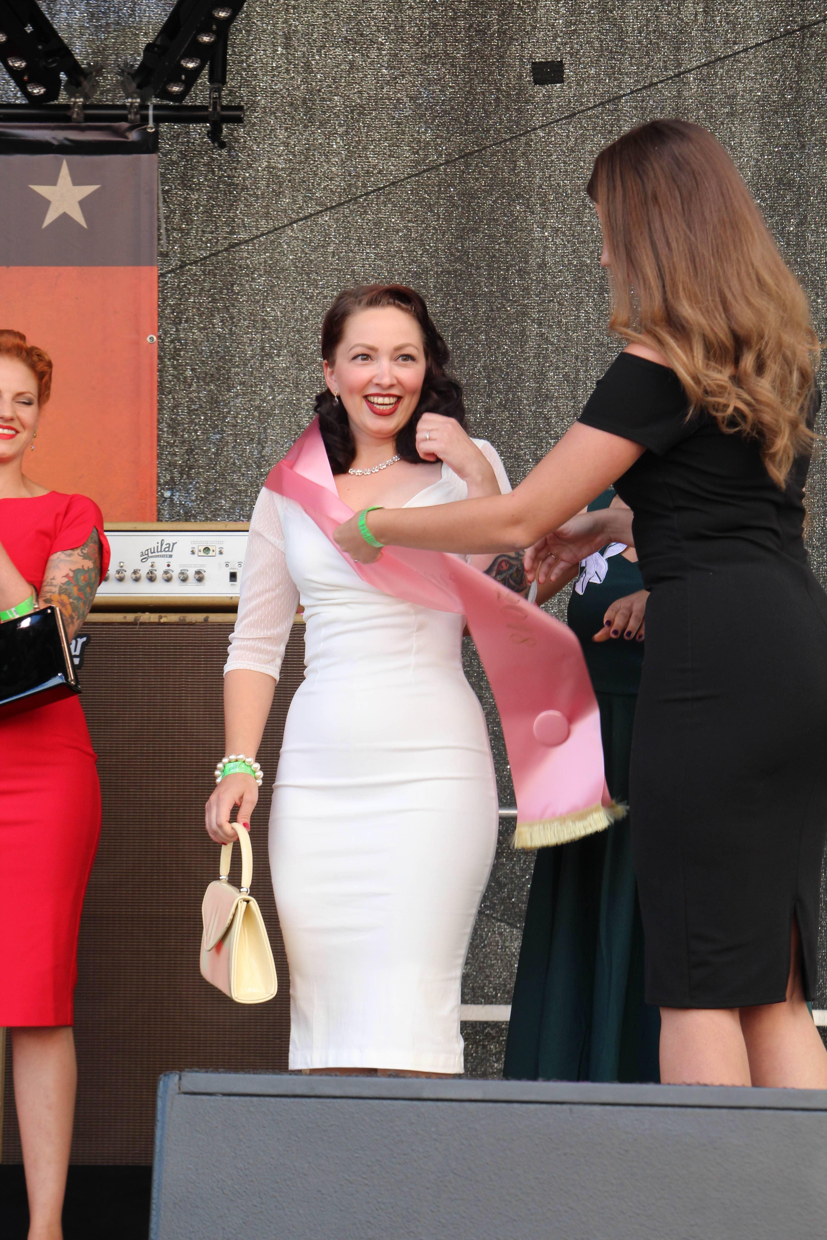 Lisa Carter Cash kann es kaum fassen, dass sie die neue Miss Vintage Flaneur ist!