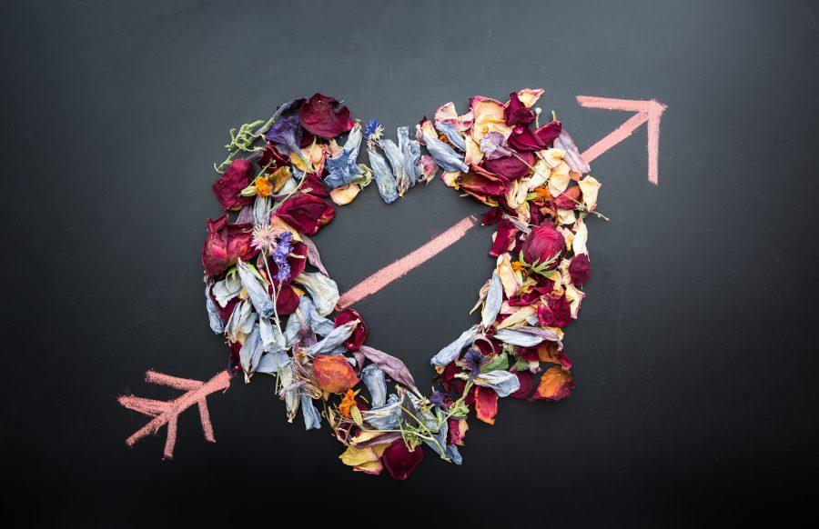 Herz aus Blumen als Symbol für Selbstliebe