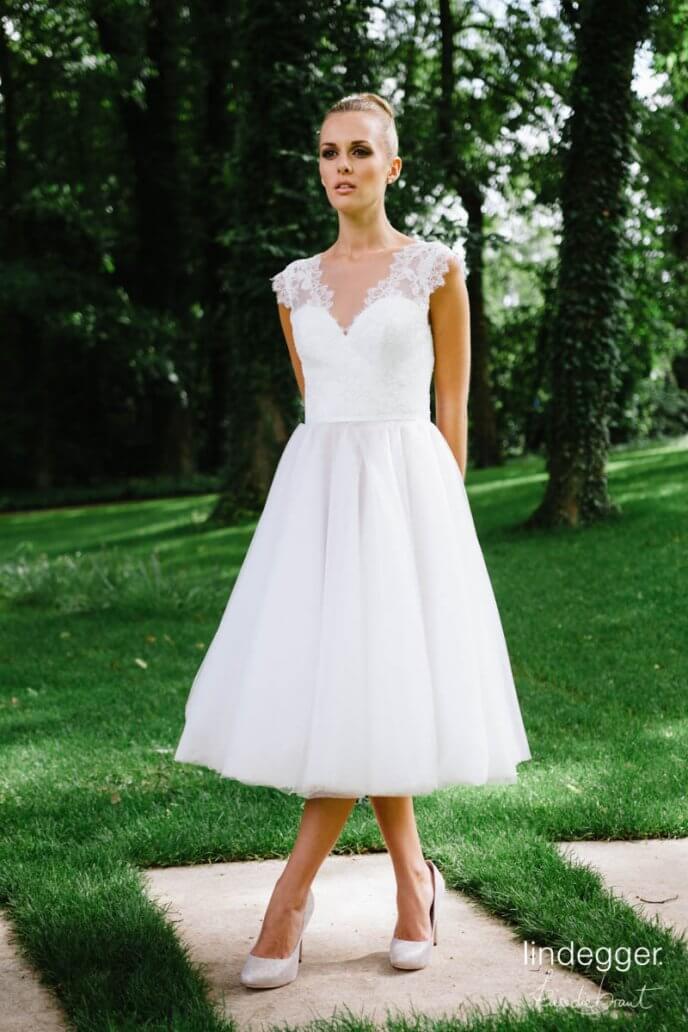 Vintage Hochzeit mit dem Modell Zoe von küssdiebraut