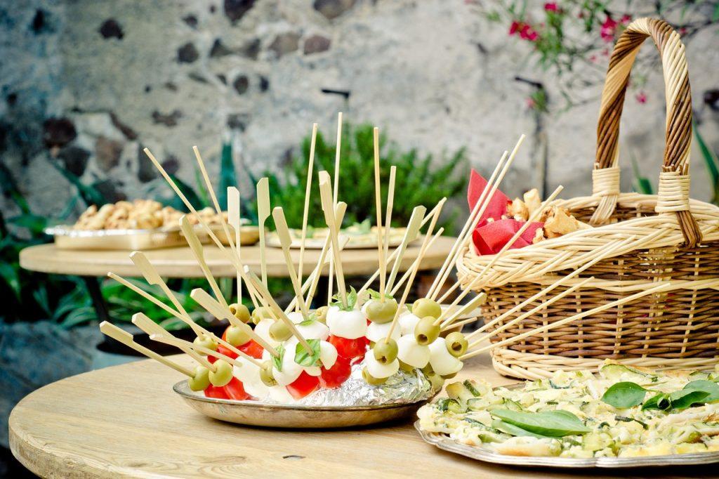 Party Tisch mit Käsespießen