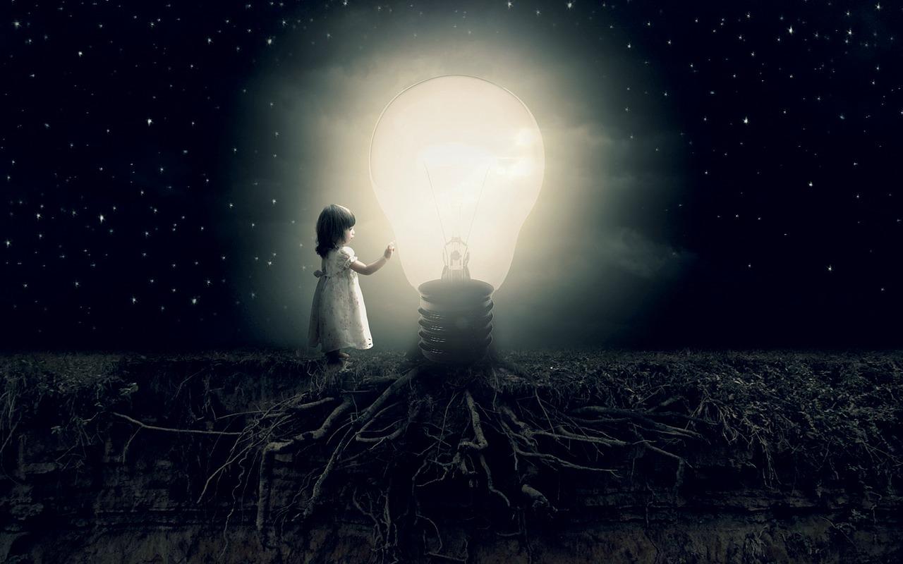 Glühbirne in der Nacht