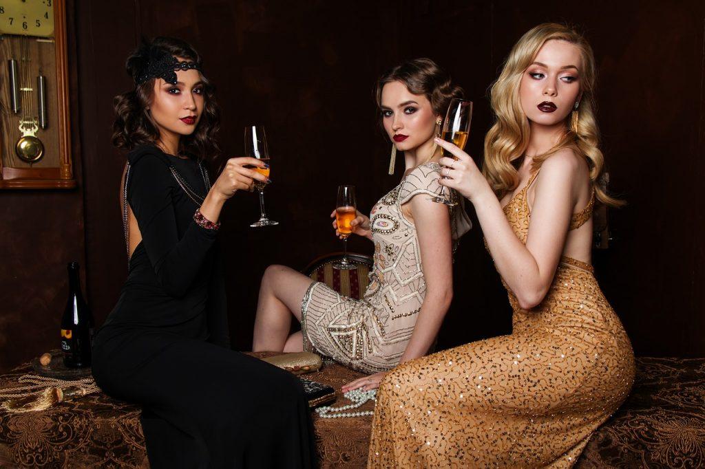 Frauen im 20er Stil